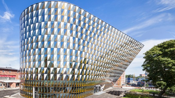 """Until <a href=""""http://ki.se/en/about/aula-medica"""" target=""""_blank"""" target=""""_blank"""">Aula Medica</a> was built, there was no large auditorium at the Karolinska Institutet (a medical university in Solna, Sweden). The building houses a 1,000-seat auditorium and other facilities. <br /><strong>Category: </strong>Higher education and research <br /><strong>Architects: </strong>Wingårdh Arkitektkontor AB (Sweden)"""