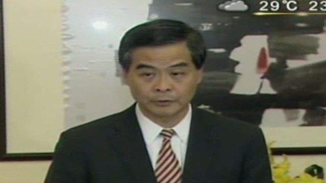 Leung refuses to step down at deadline