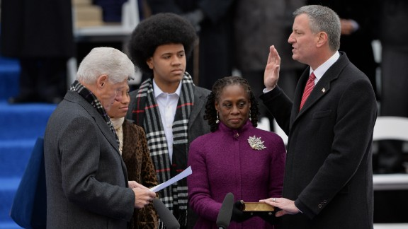 Clinton swears in New York City Mayor Bill de Blasio in January 2014.