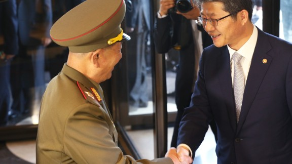 INCHEON, SOUTH KOREA - OCTOBER 04: South Korean unification minister Ryoo Kihl-Jae (R) shakes hands with Hwang Pyong-So (L) vice chairman of North Korea's National Defense Commission on October 4, 2014 in Incheon, South Korea. The North Korean delegation, including Hwang Pyong-So, who is thought to be the country's No.2 after Kim Jong-Un, made a surprise visit to South Korea to attend the closing ceremony of the Asian Games. (Photo by Chung Sung-Jun/Getty Images)