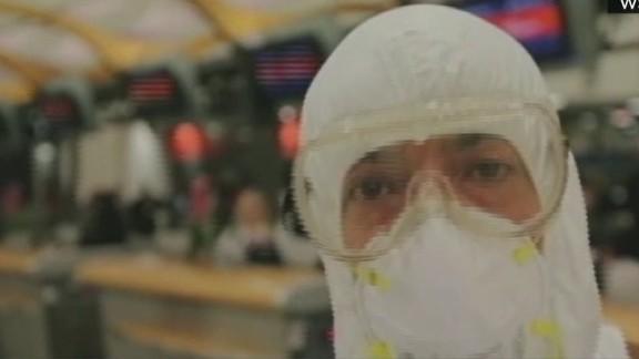 nr intv dr mobley hazmat suit at airport ebola _00000423.jpg