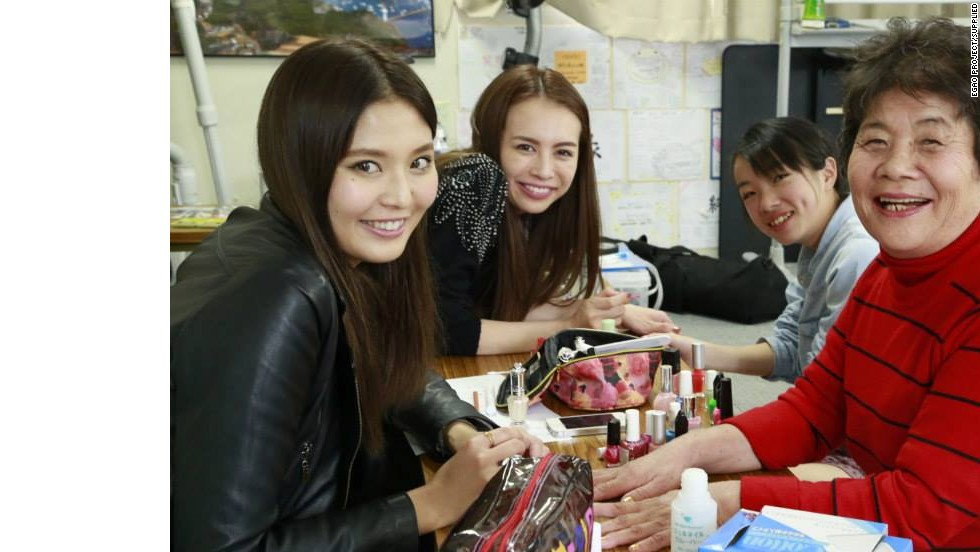 The group is made up of professional makeup artists, models, photographers and other volunteers.