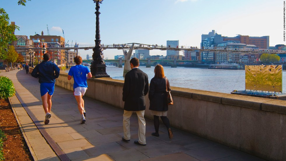 In London, the 289-kilometer Thames Path winds through the heart of the city with spectacular river views.