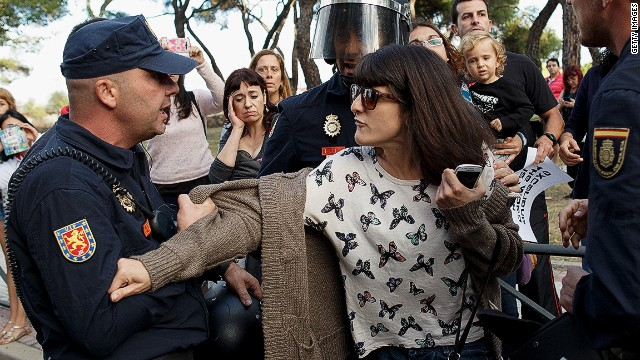 Tensions rise in Madrid over Ebola dog