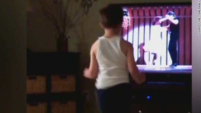 newday boy dances to dirty dancing movie_00000014.jpg