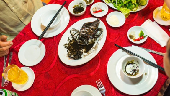 Bourdain and Linh feast on grilled eel at Duyên Anh.