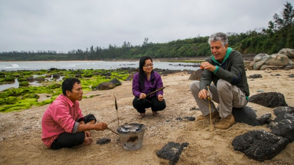 Bourdain travels a few hours north to the village of Vinh Moc, which moved underground in a series of elaborate tunnels during the Vietnam War. Quac Thanh, a local fishermen who grew up in the tunnels, roasts a fresh catch over an open charcoal fire on the beach for Bourdain.