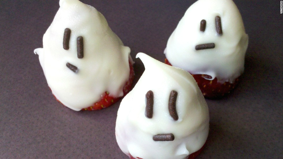 Spooky strawberries are scary easy to make and eat.
