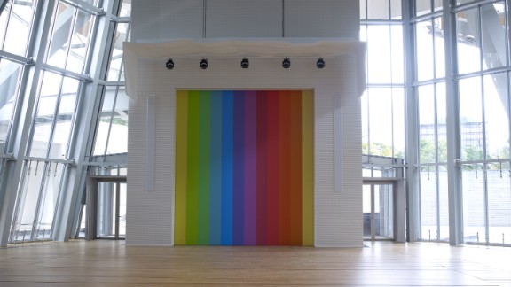 Ellsworth Kelly also created a location-specific piece for the Fondation. Spectrum VIII, a stage curtain, was created from one of his previous works.
