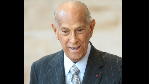 Fashion designer Oscar de la Renta died on October 20, close friends of the family and industry colleagues told CNN. He was 82.