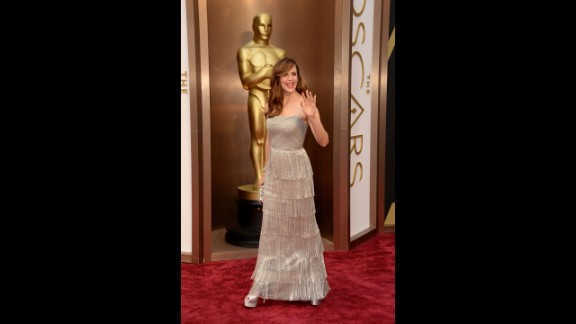 "Jennifer Garner looked stunning at the 2014 Oscars, thanks not in small part to the tiered, fringed de la Renta dress she wore. ""He always wanted women to be the star of the look,"" Garner told USA Today upon the designer's death. ""The sketches that he did for me at the Oscars last year, every single one of them he sketched my face in. It wasn't just a sketch of some dress — it was how it would be on me, specifically. I was so lucky to get to work with him and to know him even just a little bit."""