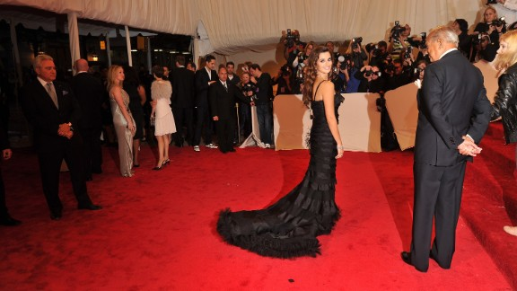 In 2011, Penelope Cruz stole the spotlight at the Metropolitan Museum of Art's Costume Institute Gala. The actress, who attended the event with de la Renta, wore a black silk organza gown from the designer's fall 2011 collection.