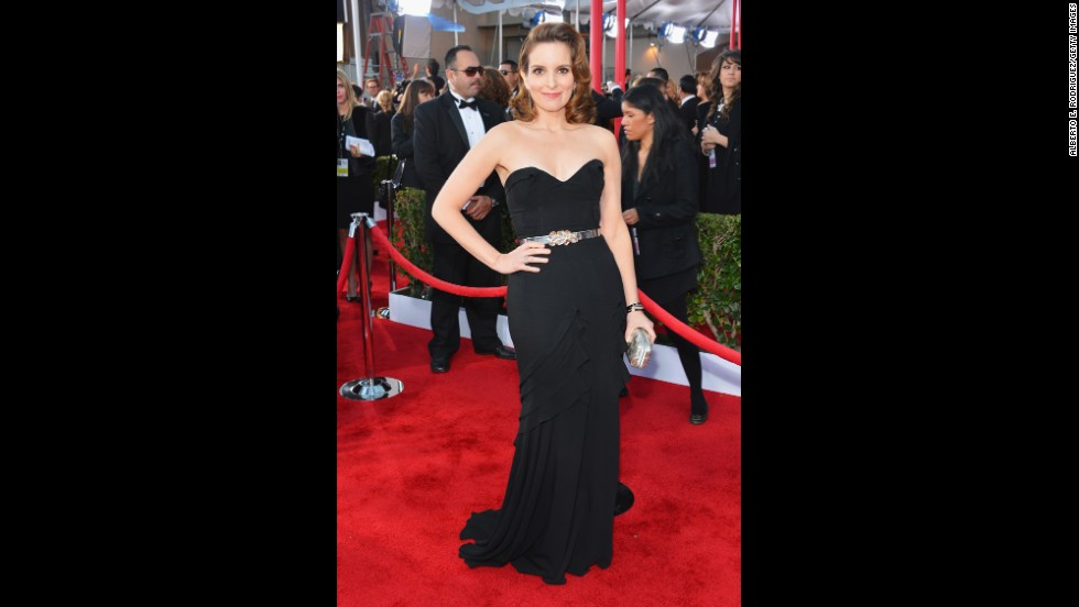 At the 2013 Screen Actors Guild Awards, Tina Fey turned heads -- and landed on best-dressed lists -- in a sleek column gown from de la Renta. The sweetheart cut of the strapless dress was alluring without being overtly provocative, a combination that the designer nailed every time.