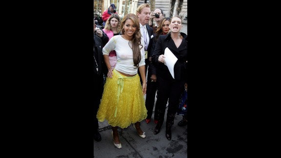 Beyonce is another famous name who can be counted as a fan of de la Renta's. The superstar singer, seen here at the designer's fall 2005 fashion show in New York, later wore a red de la Renta dress to meet President Obama in 2012.