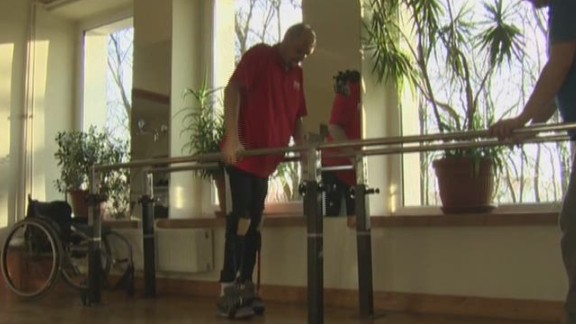 sot ath paralyzed man walks again bbc panorama_00001510.jpg