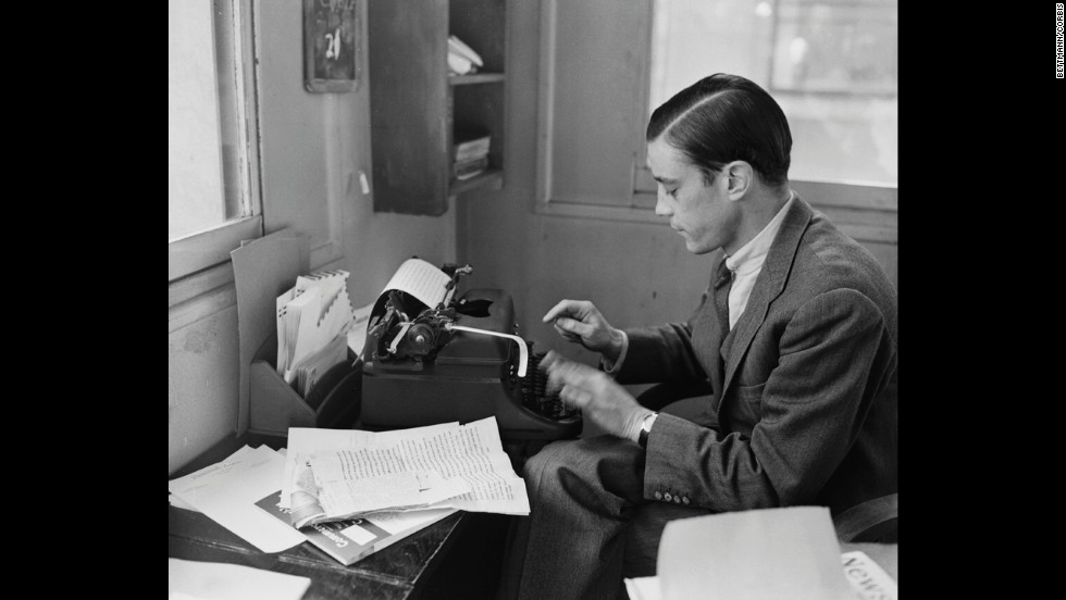 In 1956, journalist Bradlee writes from his office in Paris.<br />