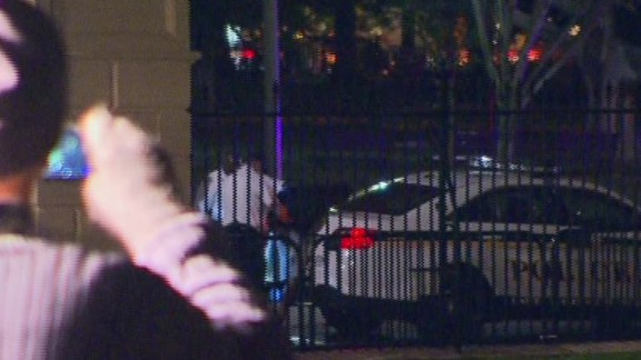 ac sot acosta white house fence jumper dogs_00001113.jpg