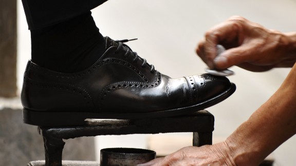 When he started shining shoes, Mgayiya had no experience. He often slipped and got polish on his customers