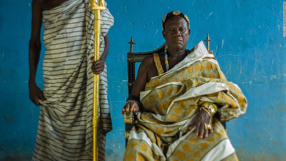 "One of the best resources for tracking down royals, says Weidinger, was taxi drivers.<br /><br />""I have a very good network of drivers,"" he admits. <br /><br />""They became kind of assistants.""<br /><em>Nana Kwasi Asampong II, Biakoye, Ghana, 2012</em>"