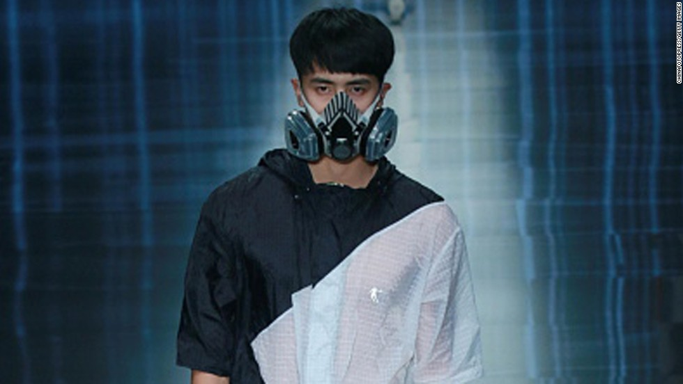 Smog levels are at a hazardous level in the Fashion Week host city of Beijing.