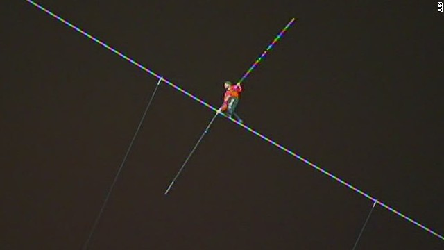 Daredevil tightrope walker does it again