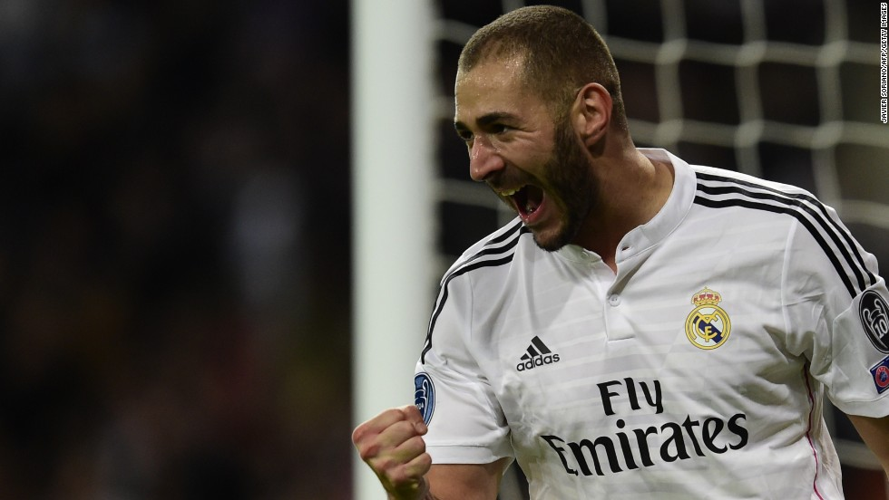 Karim Benzema's first half finish gave Real Madrid a 1-0 victory over Liverpool and seal its place in the knockout phase.