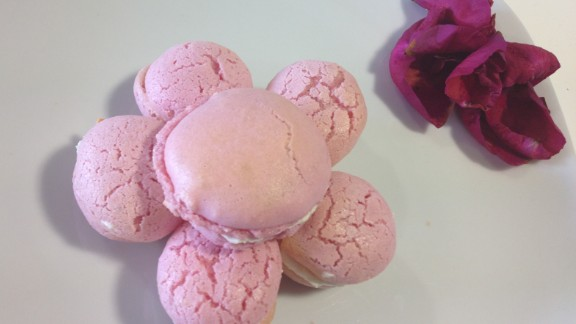 But it can also make sweet treats, like these macarons ...