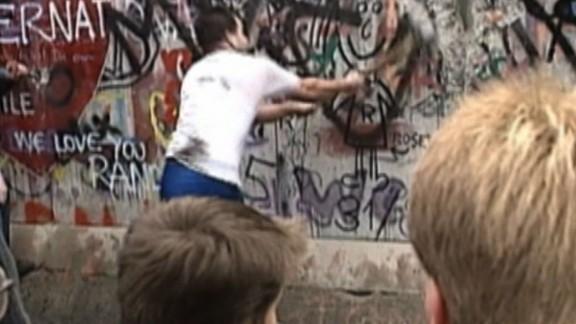 natpkg berlin wall cnn coverage_00021310.jpg