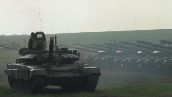Lead pkg Tapper Ukraine Russia tanks _00005309.jpg