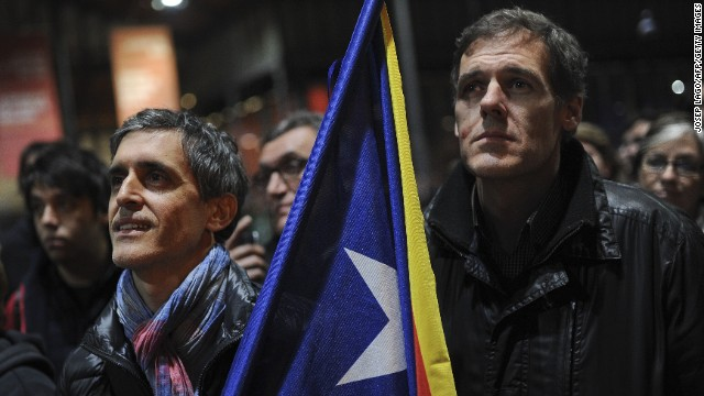Pro-independence activists gather after the vote at a polling station in Barcelona on November 9, 2014.
