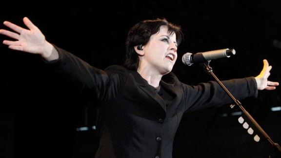 Cranberries singer Dolores O'Riordan found herself lingering inside a jail cell after she was arrested for an alleged air rage incident in January 2014.