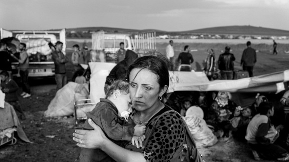 Approximately 5 thousand refugees per day have been crossing the border from the Yumurtalik border gate for a month and theese refugees are taken to camps and city centers with trucks.