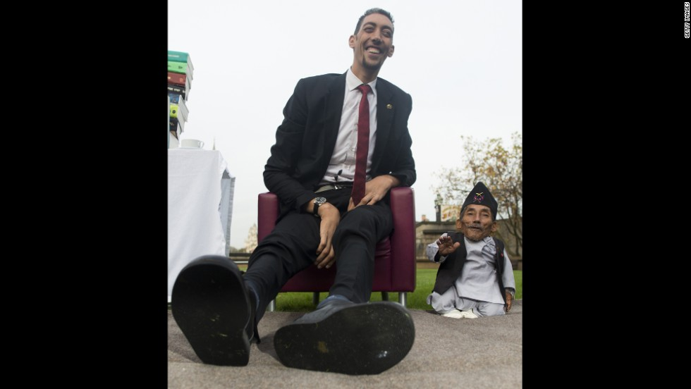 World's tallest man meets world's shortest man - CNN