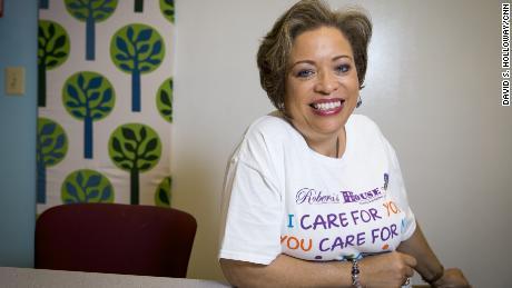 Annette March-Grier a fondat Roberta & # 39; s House, un centru de sprijin non-profit din Baltimore.