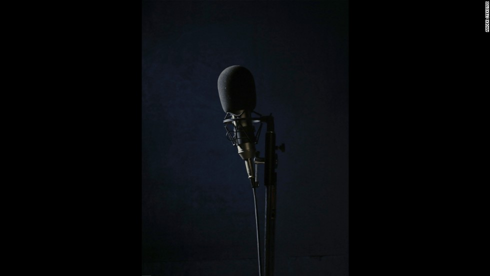 A studio microphone used by the actors of the radio show.