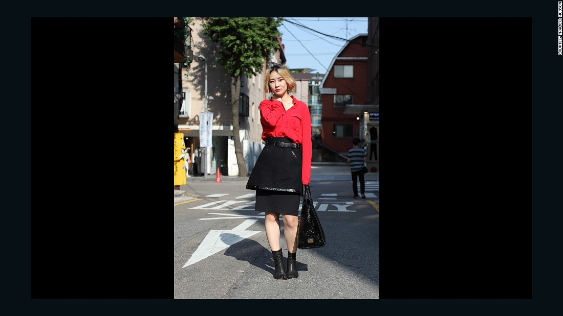 James Bent has visited Seoul, Tokyo, Osaka, Taipei, Shanghai, Hong Kong, Singapore, Bangkok and Kuala Lumper to photograph fashionable pedestrians for his book. This fashionista is in Seoul.