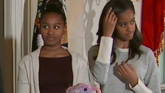 Sasha and Malia Obama attend turkey pardoning.