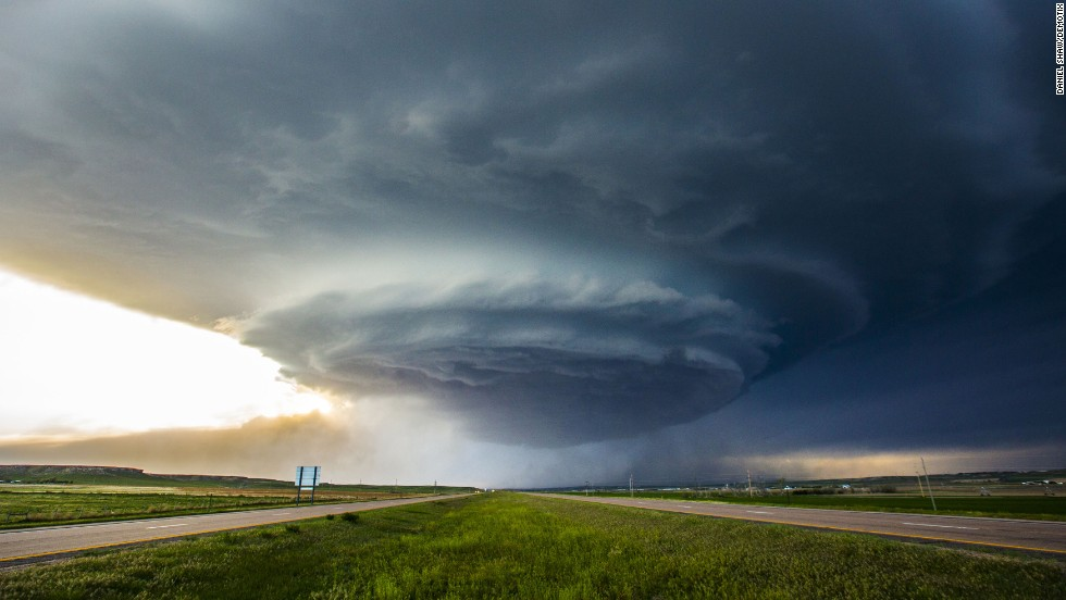 <strong>May 19:</strong> A supercell thunderstorm is seen above Sidney, Nebraska. A supercell can produce severe winds and powerful tornadoes. It can also produce damaging hail, flash floods and unusually frequent lightning.