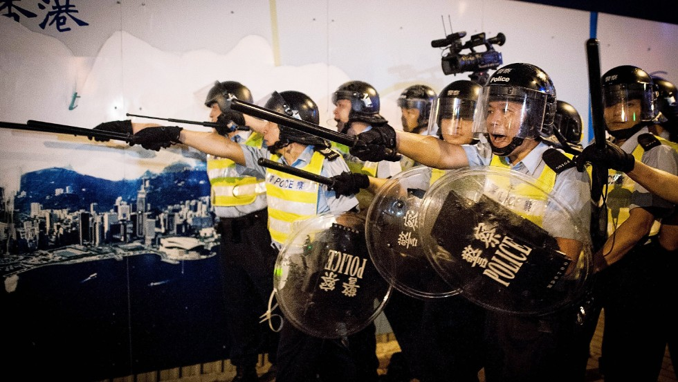 Police prepare to face protesters on Lung Wo Road outside Hong Kong's Government complex on November 30.