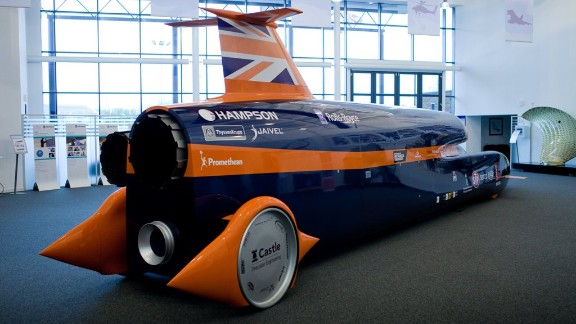 The 42-foot (8.9m) vehicle has no rubber on its aluminium wheels. Team leader Andy Green says that rubber gets flung off the rim when the vehicle goes faster than 450mph.