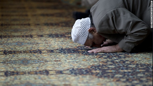 A muslim man prays for murdered aid worker Alan Henning in Manchester Central Mosque in Manchester, England on October 4, 2014.