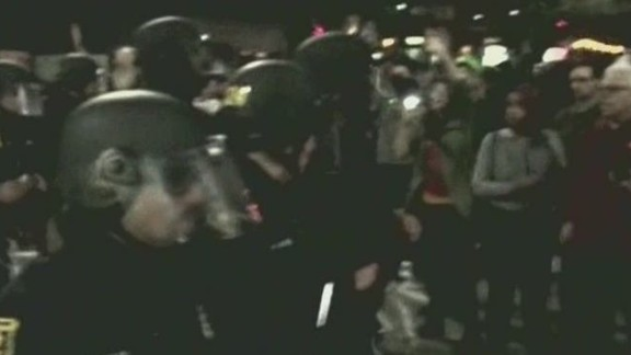 dnt berkeley chokehold protests turn violent_00001008.jpg