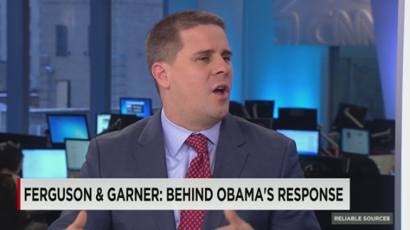Dan.Pfeiffer.The.man.in.Obamas.ear_00021507.jpg