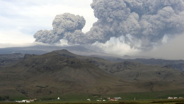 Ash billows from the Eyjafjallajokull volcano on May 8, 2010 in Hvolsvoellur, Iceland.