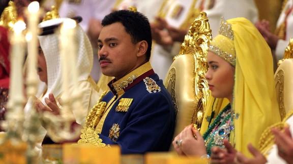 Brunei's Crown Prince Al-Muhtadee Billah Bolkiah and his new bride, Sarah, pray during their wedding banquet at the Nurul Iman Palace in Bandar Seri Begawan in September 2004.