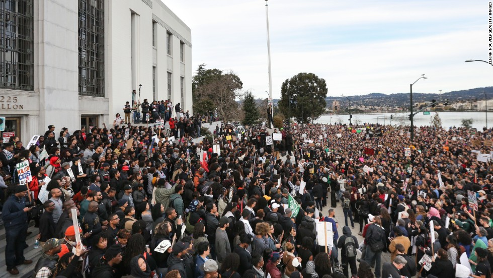 Protesters gather at the Alameda County Courthouse in Oakland on December 13.