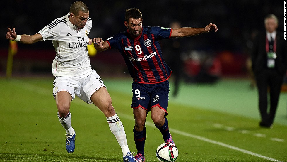 San Lorenzo's Uruguayan forward Martin Cauteruccio tries to get his side back in the match in Marrakesh.
