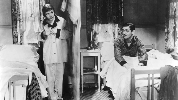 """""""It Happened One Night"""" (1934) : A spoiled heiress happens upon a journalist after fleeing her family in this romantic comedy. (Amazon)"""