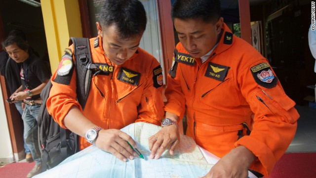 Bad weather hampers search for plane