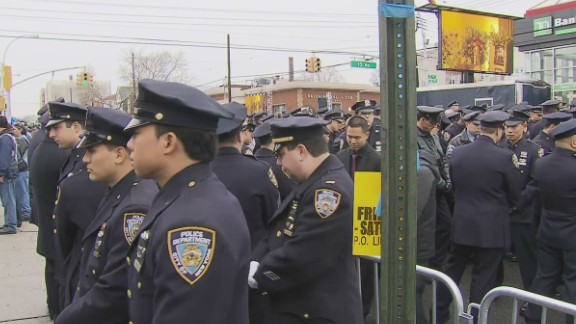 nr sot de blasio cops turn backs to screens at funeral_00004110.jpg